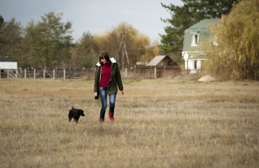 woman-and-dog-in-field