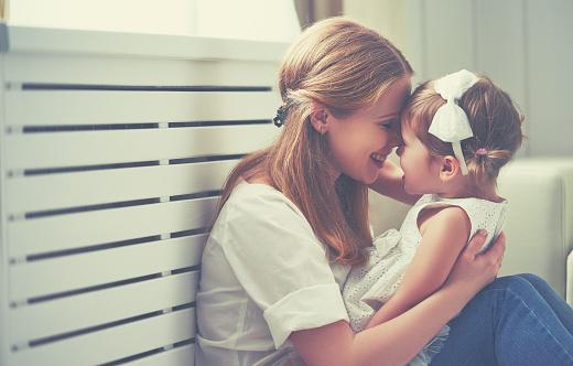mom-snuggling-toddler