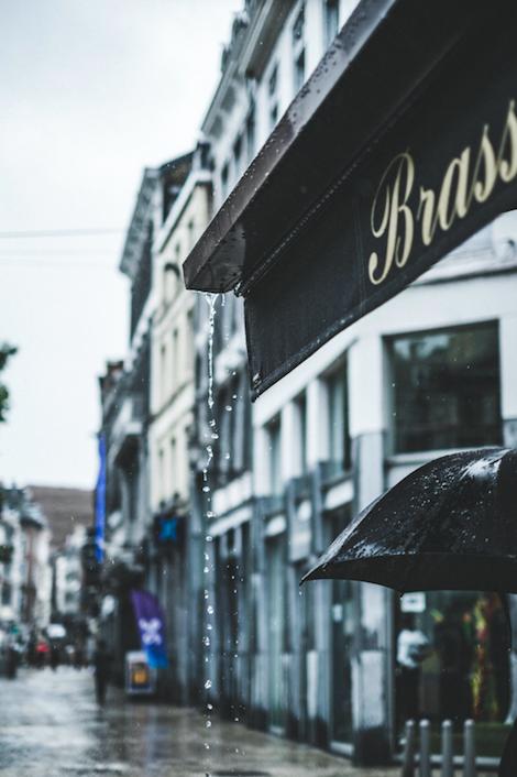 rainy-day-outside-cafe