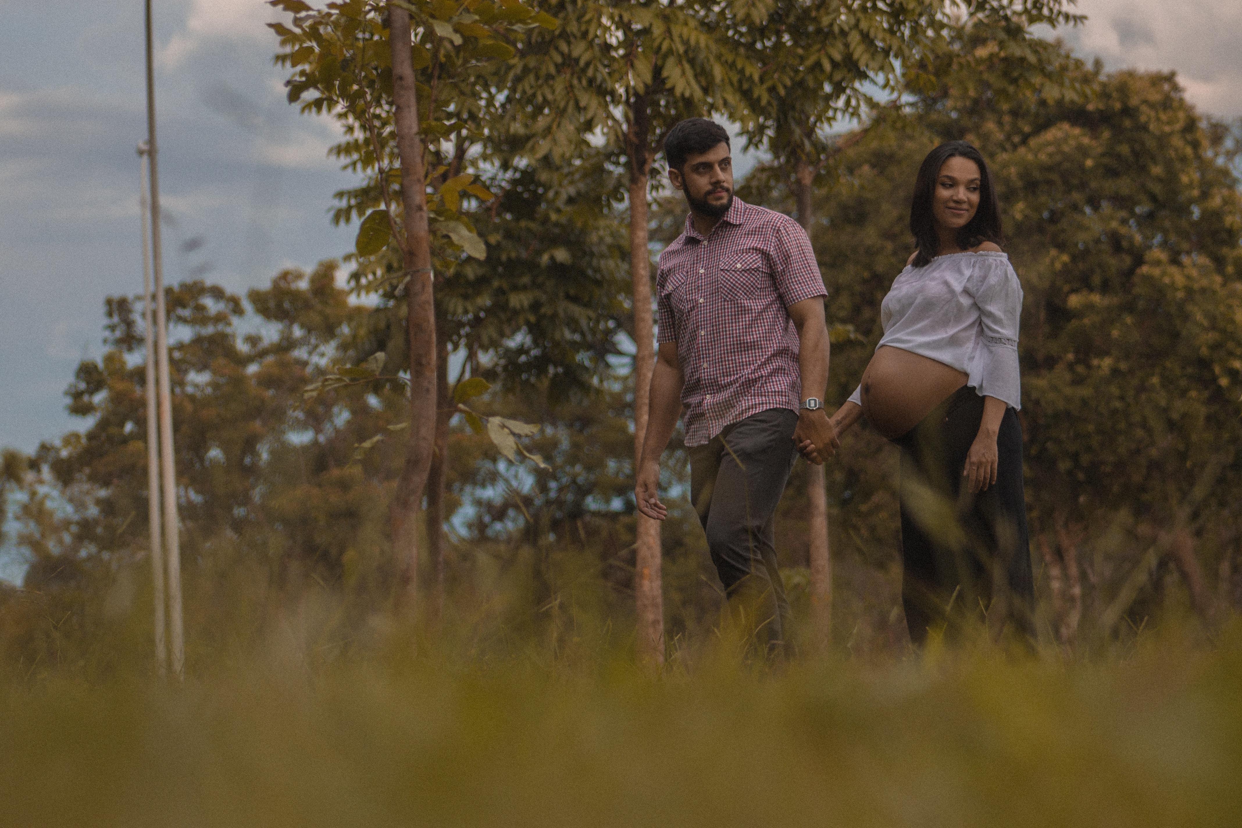 pregnant-couple-walking-in-field