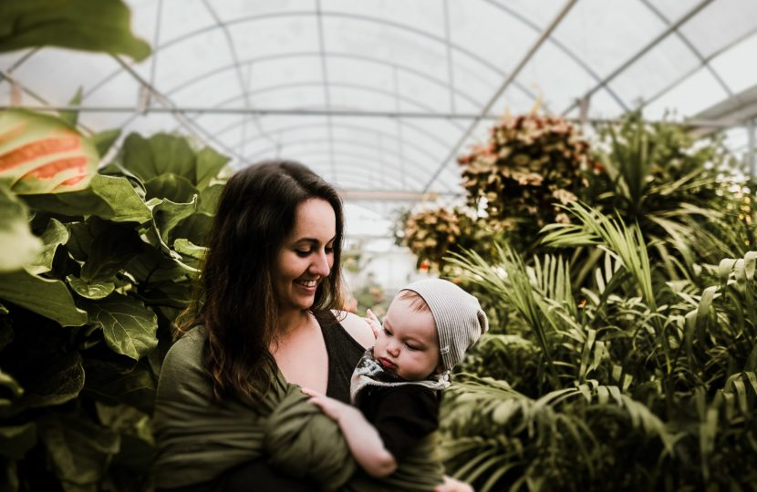 happy-mother-and-child-in-greenhouse-emotional-health-in-pregnancy