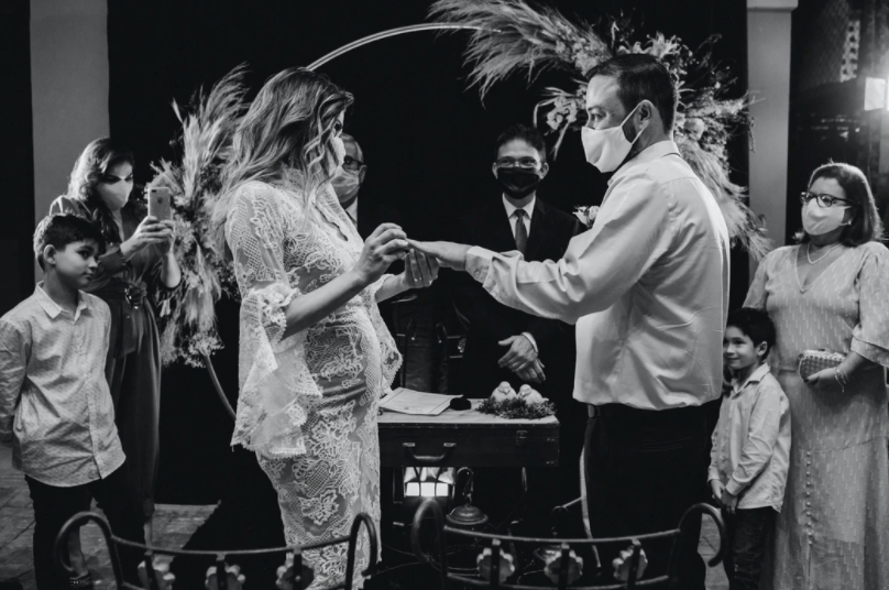 pregnant-anxious-wedding-pandemic